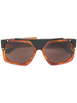 Солнцезащитные очки в квадратной оправе Versace. Цвет: коричневый