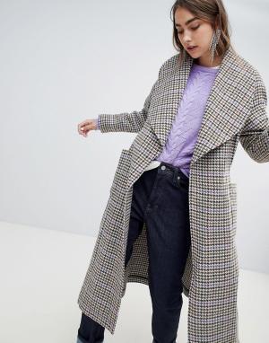 Пальто в клетку Gestuz. Цвет: серый