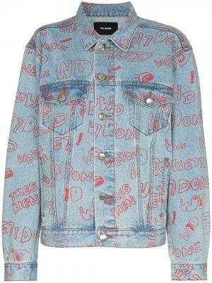 Джинсовая куртка с принтом граффити We11done. Цвет: синий