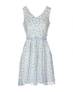 Короткое платье DARLING London. Цвет: бежевый