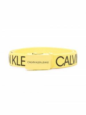Ремень с логотипом Calvin Klein Kids. Цвет: желтый