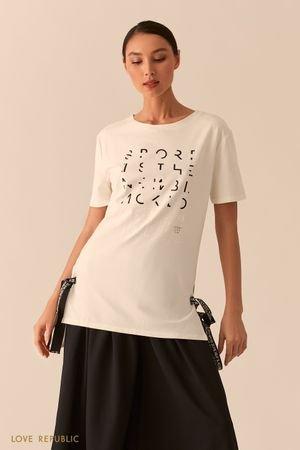 Белая удлиненная футболка с лентами и серебристым принтом LOVE REPUBLIC