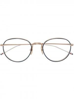 Очки в круглой оправе Thom Browne Eyewear. Цвет: 02