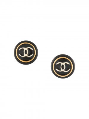 Серьги-клипсы 1995-го года с логотипом CC Chanel Pre-Owned. Цвет: черный