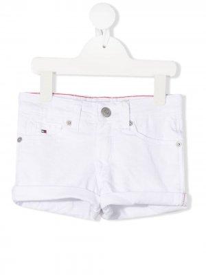 Джинсовые шорты с подворотами Tommy Hilfiger Junior. Цвет: белый