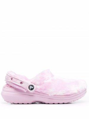 Кроксы с искусственным мехом и ремешком на пятке Crocs. Цвет: розовый