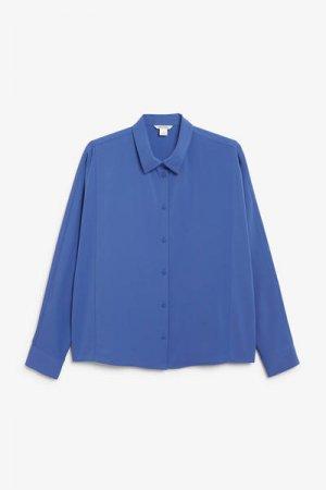 Струящаяся блуза с застежкой на пуговицы Monki. Цвет: синий