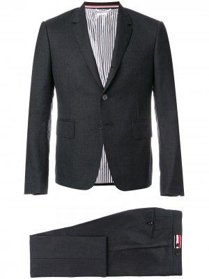 Костюм из пиджак и брюк скинни Thom Browne. Цвет: серый