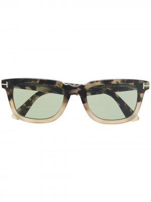 Солнцезащитные очки в оправе черепаховой расцветки TOM FORD Eyewear. Цвет: нейтральные цвета