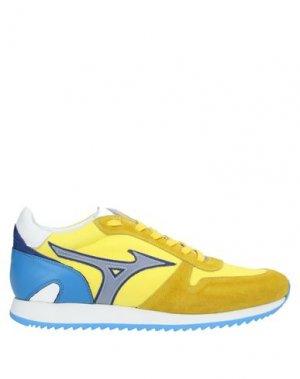 Низкие кеды и кроссовки MIZUNO. Цвет: желтый