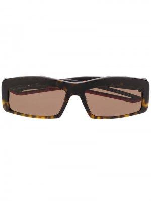 Солнцезащитные очки в квадратной оправе Balenciaga Eyewear. Цвет: коричневый
