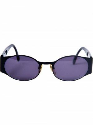 Солнцезащитные очки в овальной оправе с логотипом CC Chanel Pre-Owned. Цвет: черный