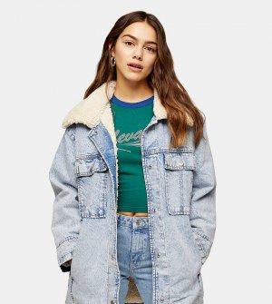 Удлиненная джинсовая куртка голубого цвета с эффектом кислотной стирки и воротником искусственным мехом -Черный цвет Topshop Petite