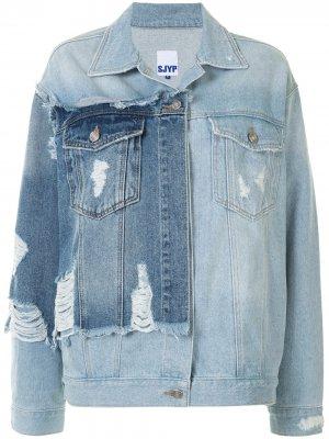 Джинсовая куртка с эффектом потертости и вставками SJYP. Цвет: синий
