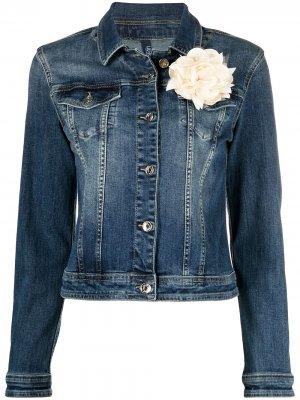 Джинсовая куртка на пуговицах с цветочной аппликацией LIU JO. Цвет: синий