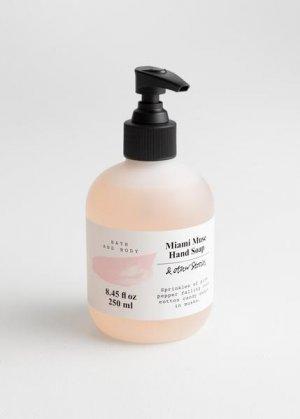 Мыло для рук Miami Muse &Other Stories. Цвет: розовый