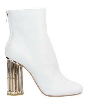 Полусапоги и высокие ботинки SALVATORE FERRAGAMO. Цвет: белый