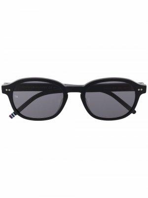 Солнцезащитные очки в круглой оправе Tommy Hilfiger. Цвет: черный