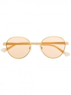Солнцезащитные очки с затемненными линзами Gucci Eyewear. Цвет: золотистый