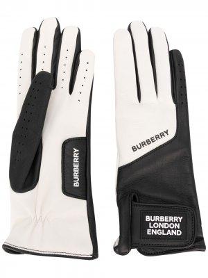 Двухцветные перчатки с нашивкой-логотипом Burberry. Цвет: белый
