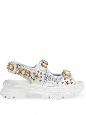 Сандалии с декором из кристаллов Gucci. Цвет: белый