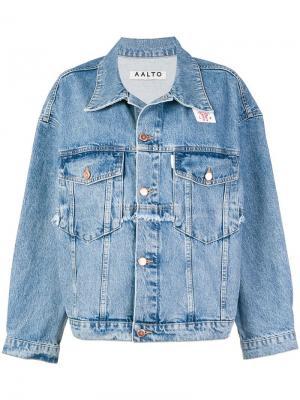 Джинсовая куртка свободного кроя с гофром Aalto. Цвет: синий