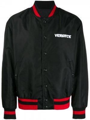 Бомбер с логотипом Versace. Цвет: черный