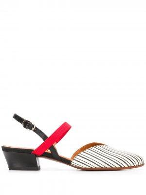 Туфли с ремешком на пятке и заостренным носком Chie Mihara. Цвет: нейтральные цвета