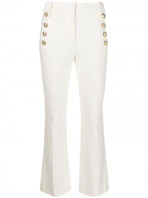 Расклешенные укороченные брюки с декоративными пуговицами Robinson Derek Lam 10 Crosby. Цвет: белый