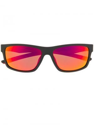 Солнцезащитные очки в прямоугольной оправе Fila. Цвет: черный