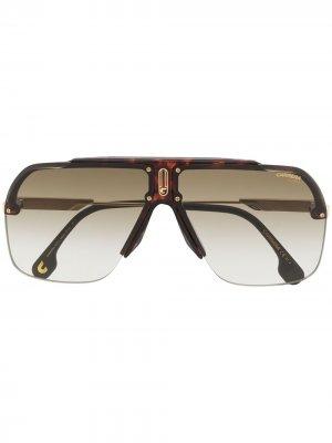 Солнцезащитные очки с затемненными линзами Carrera. Цвет: коричневый