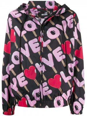 Куртка с принтом Love Moschino. Цвет: черный