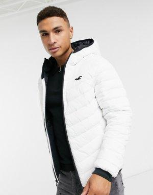 Легкая дутая куртка белого цвета с логотипом и капюшоном -Белый Hollister
