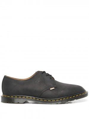 Туфли Archie II из коллаборации с JJJJound Dr. Martens. Цвет: черный