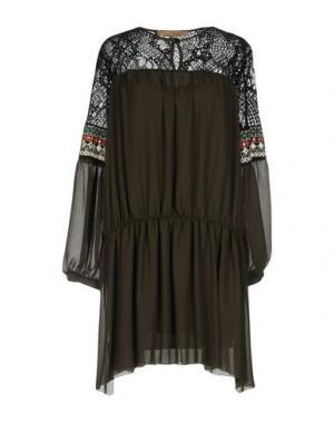 Короткое платье BABYLON. Цвет: зеленый-милитари