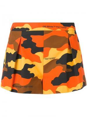 Короткие шорты с камуфляжным принтом Off-White. Цвет: оранжевый