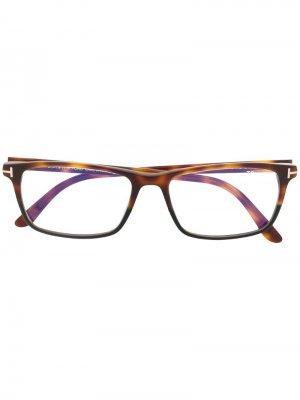 Очки в квадратной оправе черепаховой расцветки TOM FORD Eyewear. Цвет: коричневый