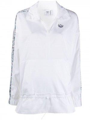 Ветровка с воротником на молнии adidas. Цвет: белый