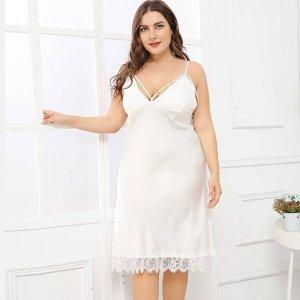 Большое платье на бретелях с кружевными оторочками SHEIN. Цвет: белый