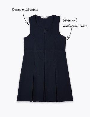 Школьный сарафан для девочки с перманентными складками Marks & Spencer. Цвет: темно-синий