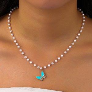 Ожерелье с бабочкой из искусственных жемчугов SHEIN. Цвет: многоцветный