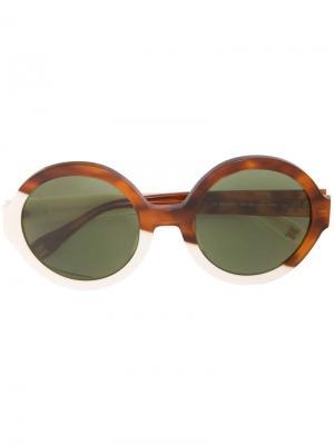 Солнцезащитные очки в круглой оправе Carolina Herrera. Цвет: коричневый
