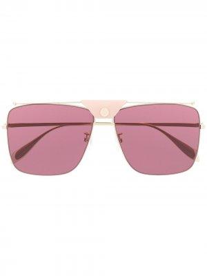 Солнцезащитные очки-авиаторы в квадратной оправе Alexander McQueen Eyewear. Цвет: золотистый