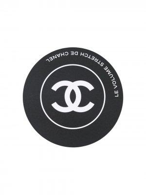 Карманное зеркало 2010-х годов с логотипом CC Chanel Pre-Owned. Цвет: черный