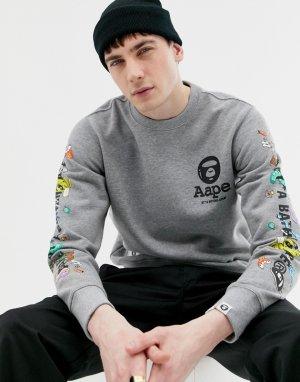 Серый свитер с принтом на рукавах AAPE By A Bathing Ape X Steven Harrington. Цвет: серый