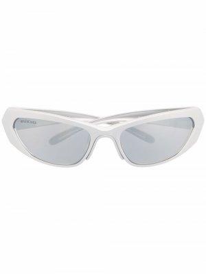 Солнцезащитные очки в прямоугольной оправе Balenciaga Eyewear. Цвет: серебристый