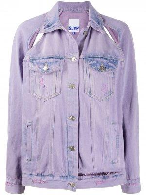 Джинсовая куртка с прорезями SJYP. Цвет: фиолетовый