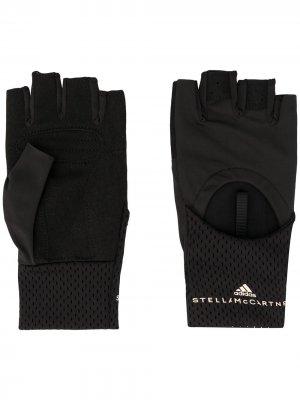 Перчатки-митенки с перфорацией из коллаборации Stella McCartney adidas by. Цвет: черный