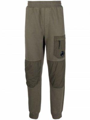 Спортивные брюки со вставками C.P. Company. Цвет: зеленый
