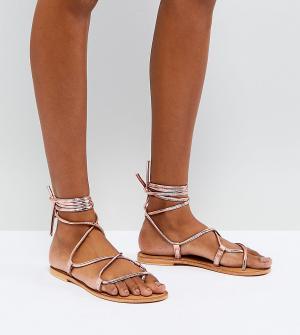Кожаные сандалии с высокой завязкой ASOS FLOW DESIGN. Цвет: золотой